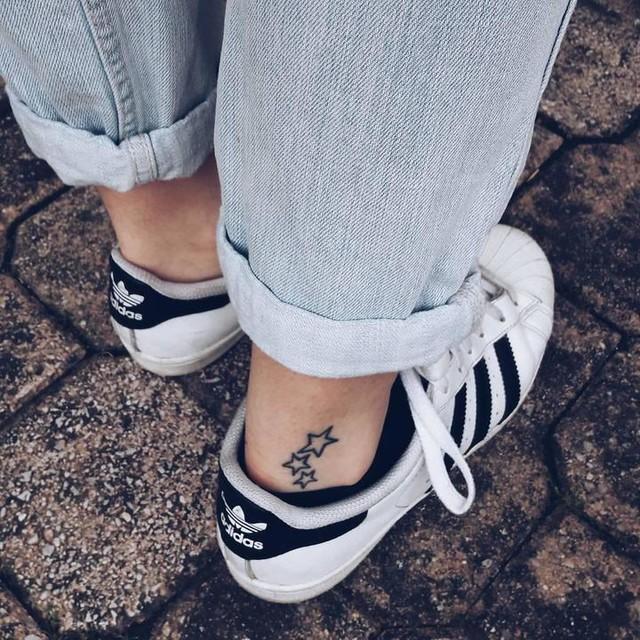 Details 🌟🌟🌟 //#tattoo #tatoo #tattoos #instatattoo #stars #smalltattoo #details #inked #tattooart #adidas #adidasoriginals #adidassuperstar #superstar #wiw #wiwt #whatiwore #whatiworetoday #currentlywearing #myoutfit #ootd #ootdph #ootdshare #outfitoftheday #outfittoday