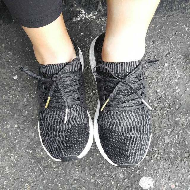 My favorite part on these #ultraboostx is the gold and sliver shoelace tips. I admitted that  i am always focus on wired part. But detail...is important. Also, they are just like all the ultra boosts...REALLY comfortable! 👍👍 #ultraboost #