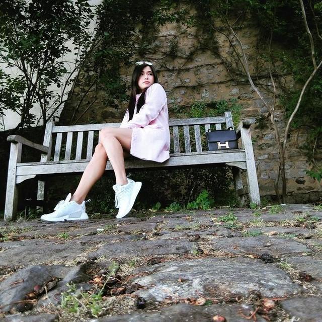 Who I am? #lemans #paris #france #sasharovahow  #hermes  #nmd #adidas #lindafarrow  #pink  #summer