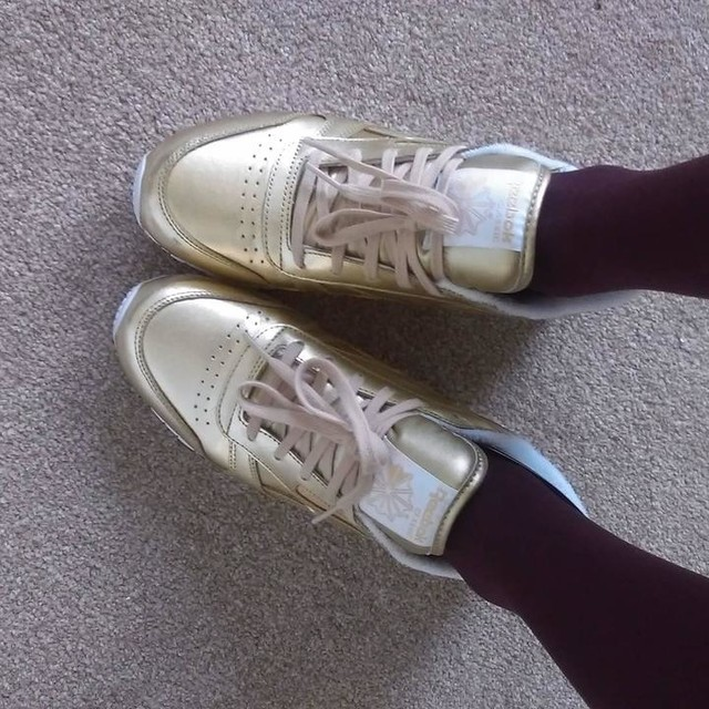 In major love with my new gold trainers ❤💛👟 #reebokclassic #newtrainers #goldshoes