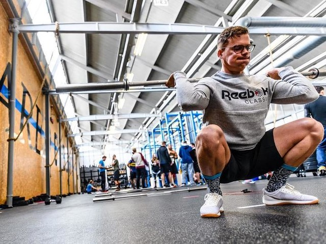 Warming up for #18point3 in my favorite @reeboknl gear. Loved this #WOD so much. Not because of it are movements where I can excel at... definitely not. But the combination of a easy skill as #doubleunders with high skill #gymnastics was simply just awesome. Well done @thedavecastro, can't wait for #18point4. 📸 @barbellphotography #beunscared #unscared #unscaredcrossfit #respectallfearnone #bemorehuman #alwaystraining #alwaysclassic #crossfit #crossfitnl #intheopen #crossfitopen @reebokclassics @crossfitgames