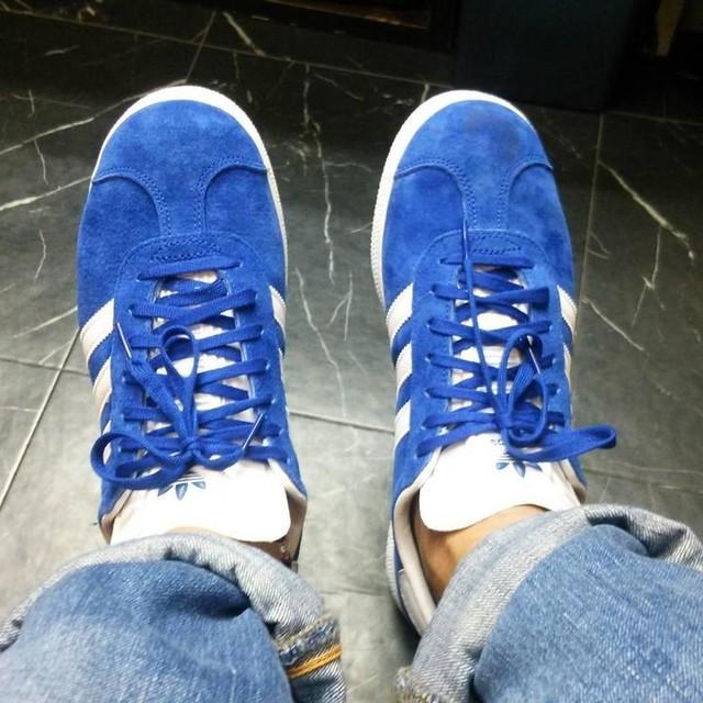 新しいスニーカーを履いてご機嫌です。  #スニーカー #アディダス #adidas #靴 #オニュー