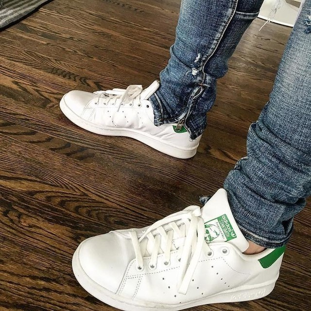 The #cma #fanfair sneaker of choice the #stansmiths aka #easilyreplaced 😜. Headed down to watch @olddominionmusic @jonpardipics @locash @brothersosborne @michaelraymusic