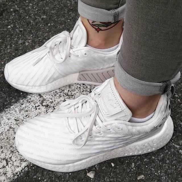 Fresh white for summer ☀☀☀ #adidas #adidasboost #nmd #nmdr2 #chicksonfire #kicksonfire #sneakers #sneakerhead #girlsonmyfeet #hypebae