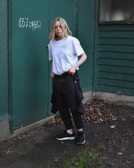 teganwhybrow - T-Shirt Limbo