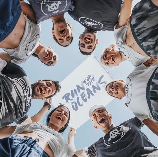 Όταν η έμπνευση γίνεται δύναμη, μπορούμε να πετύχουμε το ακατόρθωτο. Με τους @adidasRunnersAthens τρέχουμε για έναν ανώτερο σκοπό. Για να προσφέρουμε πίσω στην κοινωνία, στον πλανήτη, στο περιβάλλον. Κάνε κι εσύ join στο παγκόσμιο running κίνημα #RunForTheOceans στο www.adidas.gr/parley καθώς η @adidasrunning προσφέρει στην @parleyfortheoceans 1$  για κάθε 1 χλμ, μέχρι τη συμπλήρωση 1 εκ. χιλιομέτρων. Δήλωσε συμμετοχή στο πρόγραμμα προπονήσεων των @adidasRunnersAthens στο #Runtastic ή στο adidas.gr/adidasRunners, κι έλα να καταγράψουμε τα χιλιόμετρα παρέα.  #adidasParley #UltraBOOST #Running #Run #adidasRunning #adidasRunnersAthens #adidasRunbase #runforacause #proud #captain #community