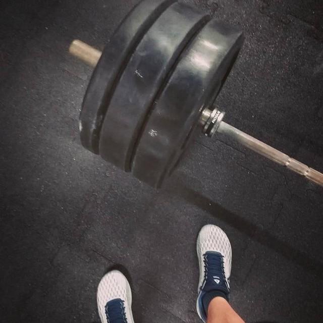 Friday 7a.m. Because deadlifts are supposed to be heavy! 😏 - - > #stopexercisingstarttraining .  #crossfit #crossfitpantheon #reebok #nano8 #reeboknano8 #strength #weightlifting #deadlift #backtowork #phdstudentlife #keepingthebalance #fuelyourambition #beaboveaverage 👌