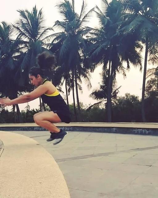Dare to jump! #reebokflexweave #flexweave #reebokwomen_india #reebokinstructoralliance #movement #movementwithsimran #boxjumps #risehigher #lightweight #crossfit #agilityladder #agilitydrills #speedwork #training #running #gait