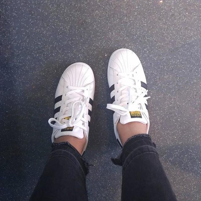 My new babies 😍👟 #shoesaddict #basicshoes #adidasoriginals #adidassuperstar #hopetheyalwaysstaythiswhite #inlove