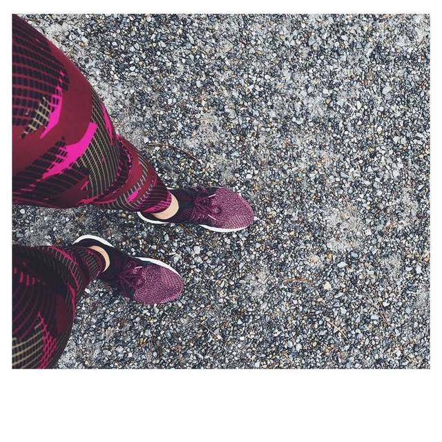 30/04 - game on. . #sportsgirl #fitnessmotivation #fitness #picoftheday #marathontraining #adidas #sportswear #outfit #colourpop #happiness #workout #workoutroutine #bestoftheday #balboa #moveon
