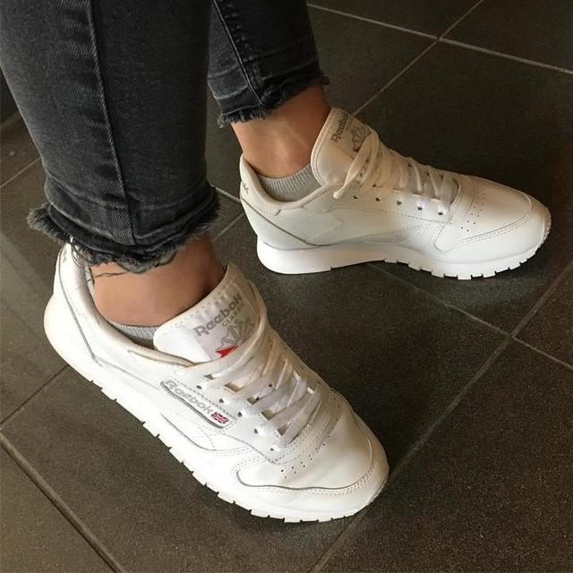 #newshoes #sneakers #sneakersaddict #sneakerslover #white #reebok #reebokclassic #jeans #shopping #hannover #city #goodday #goodstart #instafashion #instasneaker #instagirl #potd #picoftheday #photooftheday #selfie #instaselfie #girl #happy #me #sneakergram