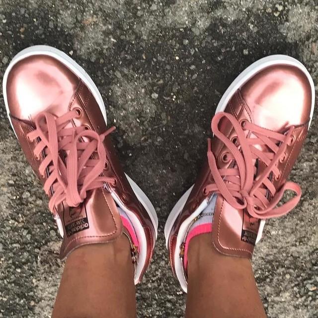#myfeetaroundtheplanet #myfeetaroudtheworld #stansmith #goldrose #mynewbabies  #shine #instagood #instadaily #picoftheday #pictureoftheday #sneakersaddict