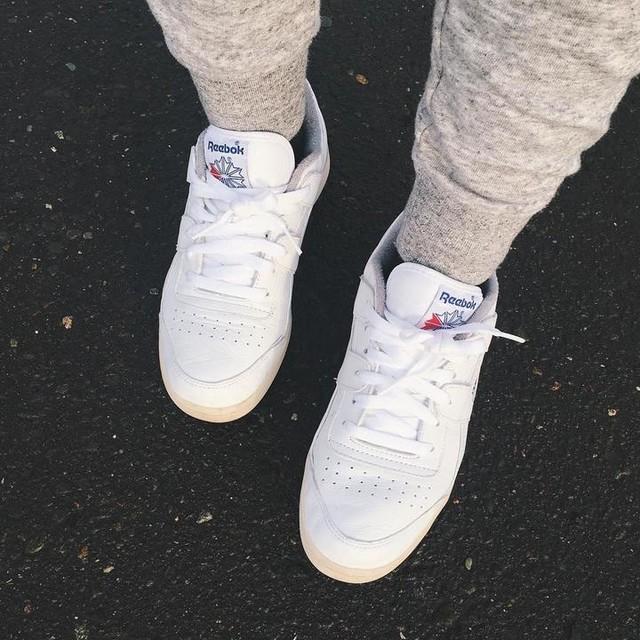 #reebok #sneaker #shoes #classic . . 久々にスニーカーを買ったんだよ〜 ビビッときたシリーズ 初めてのリーボック メンズだけど24センチならぴったりだった♪ . . 来週の旅行はお揃いでコレを履くの😚❤️