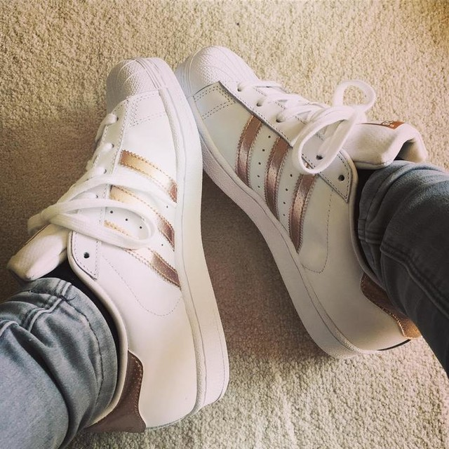 Not usually a trainer person but these were love at first sight 😍😍😍 #adidassuperstar #rosegold #adidas #newshoes