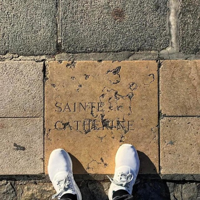 #throwbackthursday #tbt #paris #france #cathedralnotredame #cathedralenotredame #adidas #nmd #3stripesstyle #nmdrunner #notredame #saintecatherine