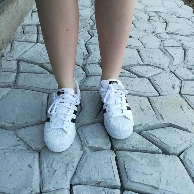 "Nieuwe blogpost ""comfy life"" @adidasoriginals ➡️Link in bio . . . #comfy #sneakers #adidas #ootd #msfighter"