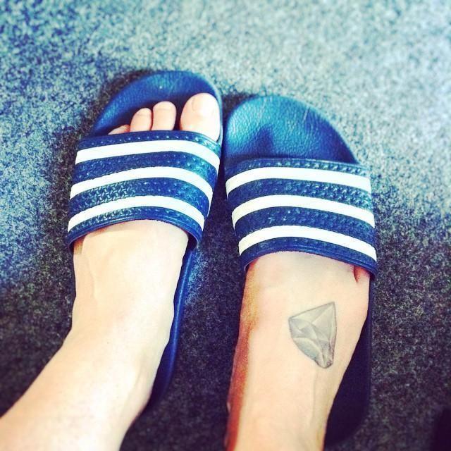 Upps, mit Adiletten in der Hochschule...👍👟💎 #niveauweshalbwarum #deichkind #adidas #adiletten #tattoo #diamond #style