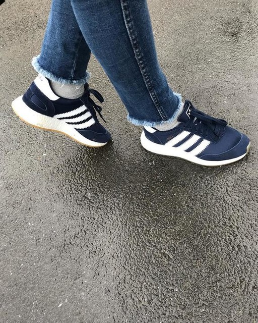 Ces baskets tellement confortables ❤️ @adidasoriginals #iniki  #ootd #wiwt #instadaily #lookoftheday #metoday #details #sneakersaddict #adidas #iniki #blue #jean #hm #maternity #fashionblogger #influencer #rennes