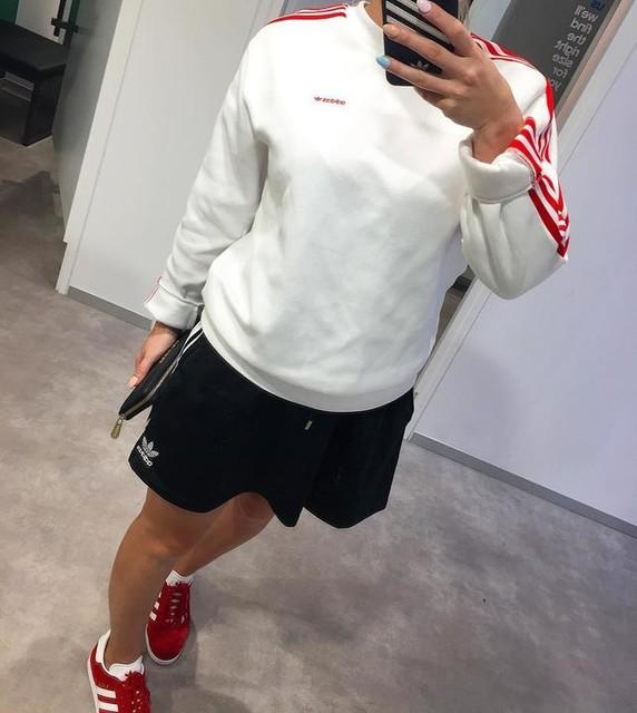 New fave mirror ⚫️🔴⚪️ ⠀⠀⠀⠀⠀⠀⠀⠀⠀ ⠀⠀⠀⠀⠀⠀⠀⠀⠀ ⠀⠀⠀⠀⠀⠀⠀⠀⠀ #adidas #adidascavillave #gazelle #adidasgazelle #gcsneakerheads #3stripestyle #girlsonkicks #girlsonmyfeet #smallfeetbigkicks #sneakers #kicksoftheday #sneakerfreaker #bigeyeslittlesoles #sneakerholics #sneakerhead #solequeens #chicksonfire #teamtrefoil #ooft #redwhiteblack