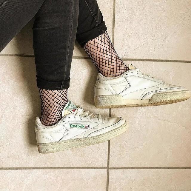 Reebok x résille - Aujourd'hui j'avais envie d'accompagner mes Reebok Classic Club C 85 Vintage avec mes petites chaussettes résille ! Vous aimez ? 🔥 . #morning #wednesday #ootd #outfitoftheday #look #reebok #reebokclassic #classicclubc #resille #sneakers #collant #chaussette #hm #instamoment #instadaily #f4f #follow4follow #dosedebonheur
