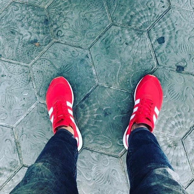 Walking through Barcelona! #barcelonacity #adidas #originals #iniki #red #thoseshoes #enjoythemoment #muc #089 #munich #münchen