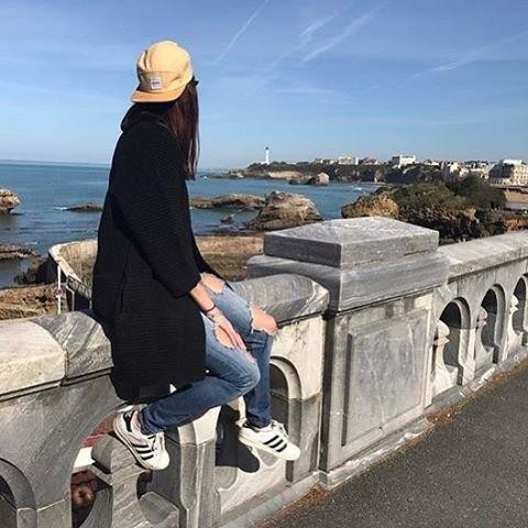 Another customer @igpauline happy and sunning ☀️ it up in Biarritz 🏄🏽🌊 #sun #sea #surf #skate #lifestyle #girl #model #travel #cool #backpack #hat #cap #wood #eco #accessories #hair #adidas #style #fashion #stansmith #biarritz #bamboo #GUAPACO