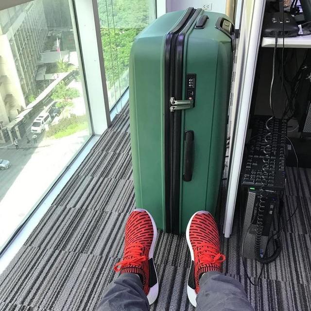 TGIF! Work before flight.. #bdayvacay #bdayvacay2017 #nmdr2 #nmd #boost #boostislife #adidas