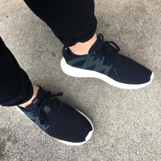 New kicks 😁 #adidas #3stripesstyle #adidasoriginals #adidastubular #tubulars #tubularviral #kickstagram #blackandwhite