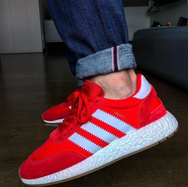 Ups... literal, me encontraron ellos a mi 😬. Que bien esta haciendo las cosas @adidasmx 👏🏼👏🏼👏🏼 . . . #iniki #adidas #boost #boostvibes #adidasboost #adidasoriginals #sneakers #sneakerhead #mexico #MexicoCity #CDMX #MexicoKnows #sneakergram #sneakergame #red #redshoes #cuffed #cuffedjeans @adidasoriginals