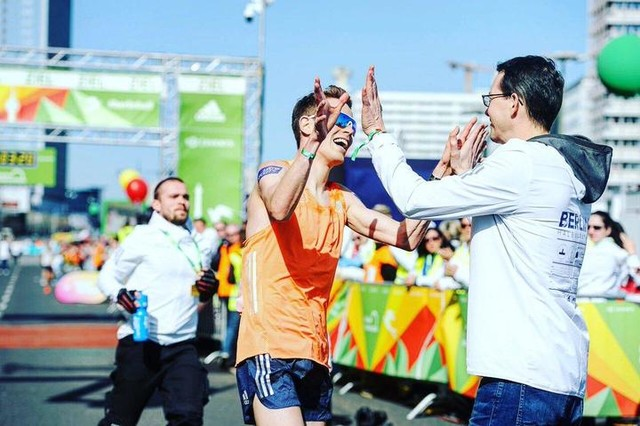 I love to work with people who share the same passion for the sport of #running as I do. Thanks @sccrunning for making #Berlin so special! 🙌🏻✨💯 ___ #ThrowbackThursday #BerlinHalf #TakeChargeBerlin https://t.co/uzYIAlrwg7