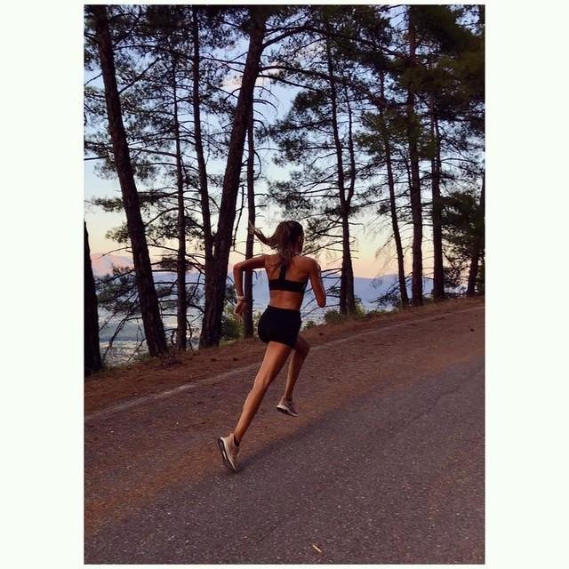 571cef296 Till the sun goes down 😌🌄 • • •  sunset  running  runner