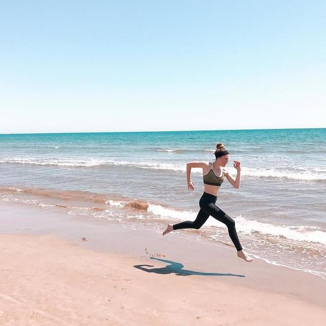 Còmo empezar a correr?  Tips para no morir en el intento?  Carreras para todos los niveles en las que apuntarse en los próximos meses? Dadle a LIKE.  #crysdyazandco #running #fitness #workout #sportlife