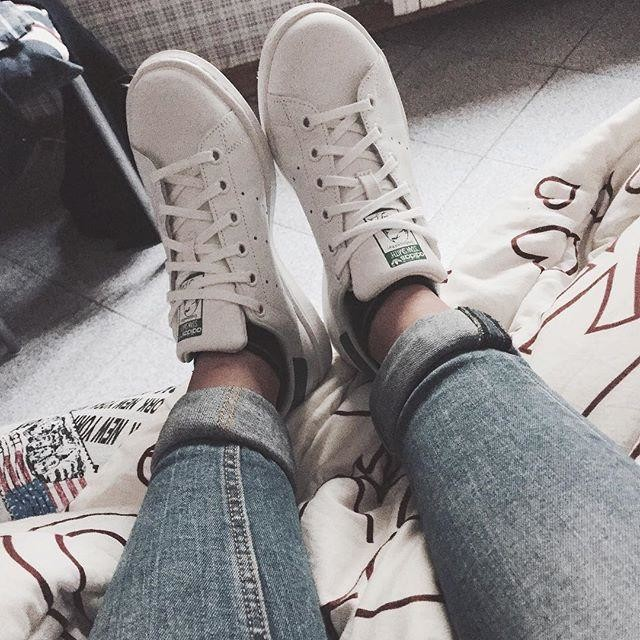 When your bf gives you the shoes you've wanted all the year😍👟👟 #ph #photographie #photo #photooftheday #mood #momentoftheday #bestphoto #bestday #bestmoment #bestoftheday #likes #likeback #likelike #like4like #likeforlike #tagsforlikes #igersitaly #igersitalia #igers #shoes #present #christmaspresent #stansmith #adidasstansmith #whatyouwanted