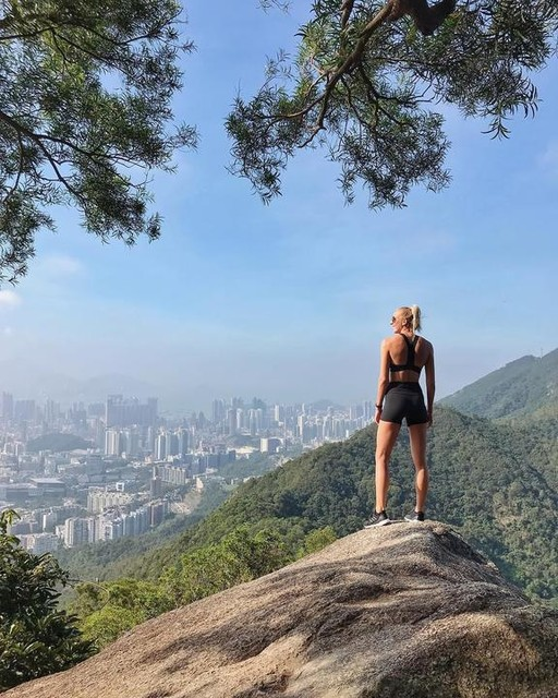 Hong Kong, it's been incredible 🇭🇰 This city has taken my breath away. Bustling skyscrapers surrounded by rolling mountains, crystal blue ocean and the most epic hiking trails. Not to mention a buzzing fitness scene and abundance of vegan food, I would honestly come back in a heartbeat 💗 But for now, its time to go offline. I'm heading to a remote island in the archipelago of Raja Ampat, Indonesia 🇮🇩 I will be scuba diving in some of the most beautiful waters in the world and getting involved in marine conservation work; quite literally my dream holiday! 🌴 There's no internet so I'll be back online in about 10 days 👌🏼 To hear more about my trip & what I'm doing out there check out my Instagram stories! ☀️ I'll miss you guys, see you soon 💗 #hongkong #visithongkong #discoverhongkong #exploremore #hiking #girlswhohike #lionrock #wanderlust #digitaldetox #goingoffline #zannavandijk #hikingtrails