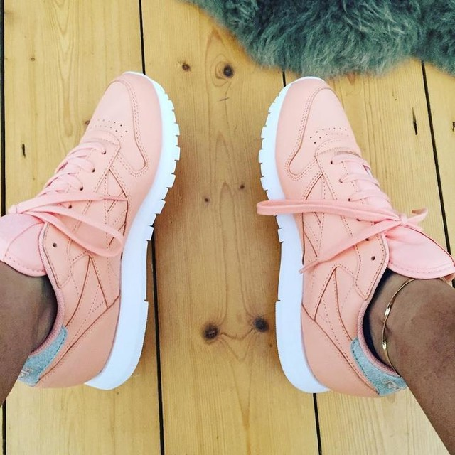 Have the best bf, surprising me with these beauty's 🙅🏼♂️💓🙊💗👴🏼 #reebok #pink #shoes #sèx