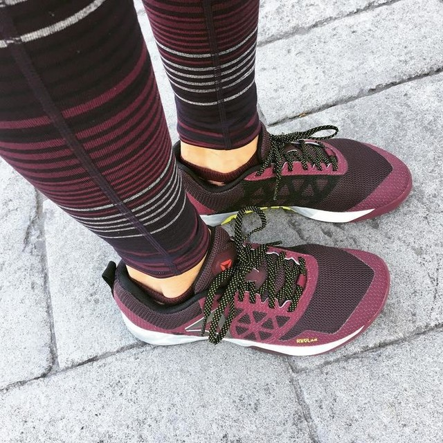 Putting my new workout gear through a quick GRIT session on this gorgeous day!! #tr1be #reebok #athleta #tights #leggings #plumsandwines #fallcolors #fitness #workout #training #lesmills #lesmillsgrit #lesmillsondemand #reeboknano6 #livewithfire