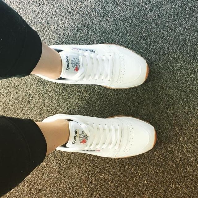 Always love me some new kicks #reebok #modernclassic #shoelover #sneakerholics
