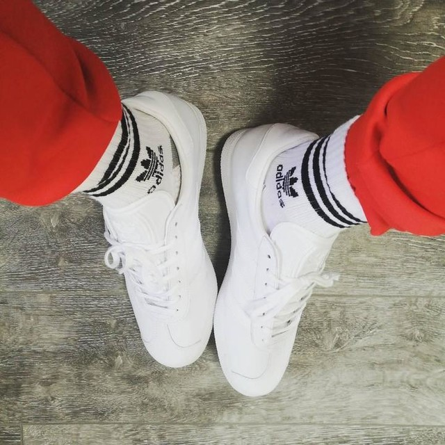 🗽Those are made for New York City 🗽 #sneakerhead #newyork #instasneaks #adidas #adidasoriginals #white #gazelle