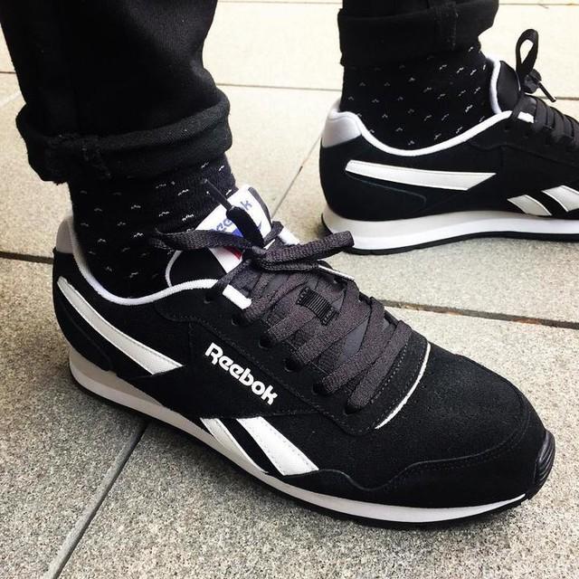 New! #rebookroyal #r#reebokclassic #reebokshoes #reebok #sneakers #sneakerhead #sneakerfiend #sneakerfreaker #sneakersaddict #socksfetish #socks #blacksocks #blackandwhite #blackonblack #denim #blackdenim #summertime #summerstyle