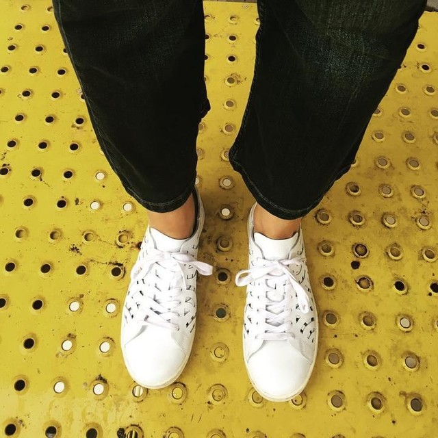 Viernes at the office #ootd #sneakers #adidas #originals #stansmith #cutout #workinggirl #lovemylife❤️