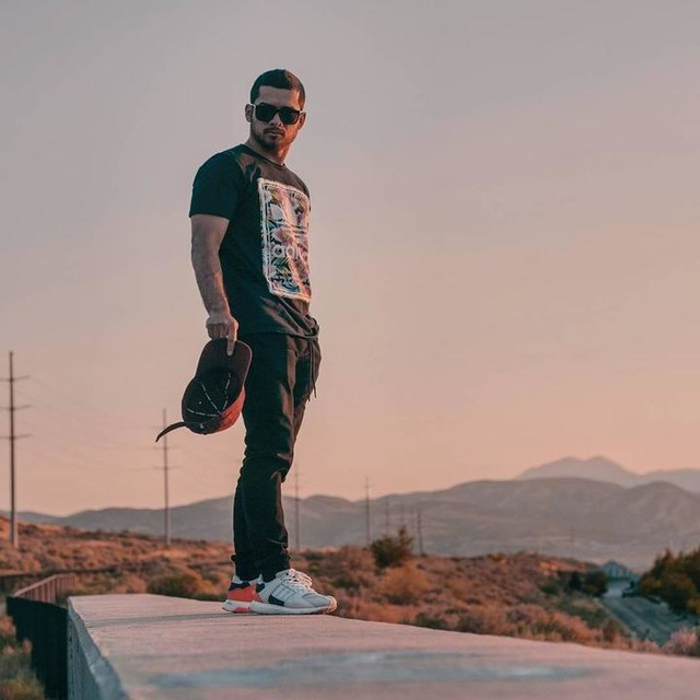 So so def ° ° Finally finishing up some major projects which means I'll be able to work on some personal ones I've been wanting to do for quite some time now. Yaaaaayyyy 😃 📷@iamkevinfedderson • • • • • #sunset #sky #pink #colors #eqt #homie #shades #mce #twilight #3stripesstyle #steez #igutah #instamoment #summer #fun #friends #adventure #explore #utah #utahphotographer #picoftheday #style #a7sii #streetphotography #50mm