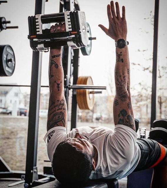 Monday morning...☀️💪🏻 one word: PUSH! 😡🏋🏻♂️ . . . #HereToCreate #PRIMEKNIT #createdwithadidas #adidastraining #training #workout #adidas #adidasita #adidastrainingsquad #gym #coach #personaltrainer #strength #motivation #bestoftheday #picoftheday #outfitoftheday #gymoutfit #gymmotivation #allenamentofunzionale #functionaltraining