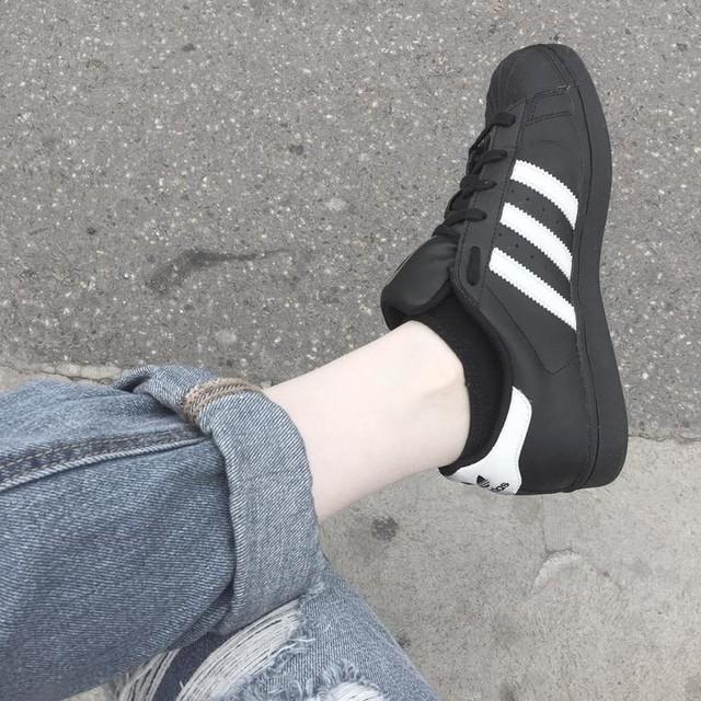 adidas negras tumblr
