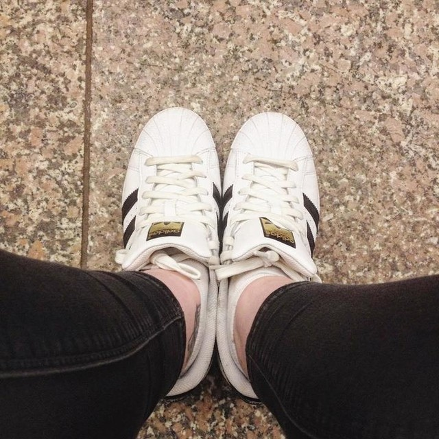 Oh hey there Friday good to see you 👋🏻 #Friday #fridayfeeling #cheerstothefreakinweekend #friyay #fwis #superstar #adidas #adidassuperstar #classics #metro #prague #czechrepublic #fblogger #irishblogger #itwbn #ciaranoelle #ciaranoelleinprague
