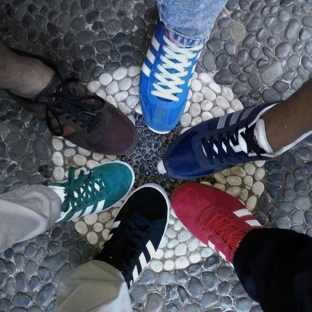 Budi, Badu, Andi, Anto, Doni, dan Danu ........ . . . . . . . . . . . #casual #style #casualstyle #culture #casualculture #shoes #adidas #adidasoriginals #adidasgazelle #adidasneovsjog #adidasneocityracer #adidas350 #adidascampus #3stripegoodness #3stripesstyle