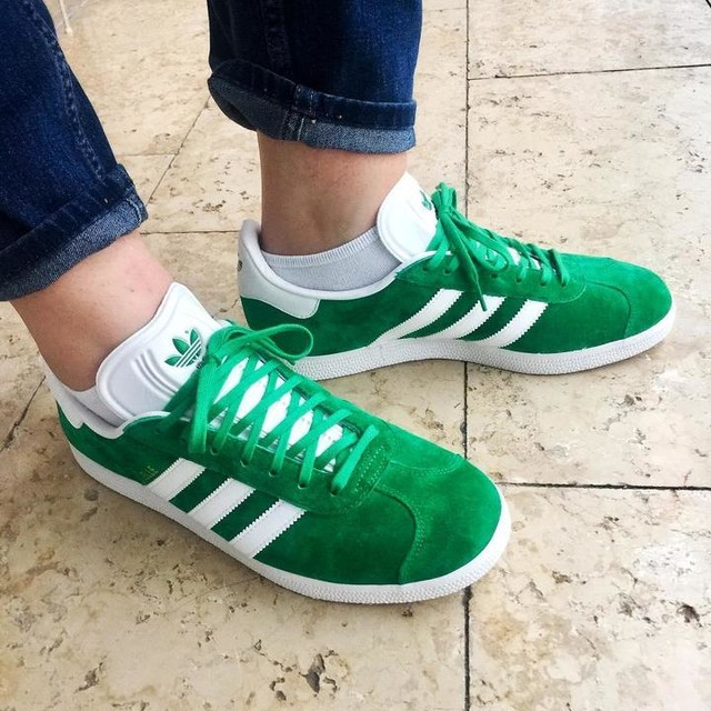 Getting ready for spring. 🌿👟💚 . . #shoes #newshoes #trainerslife #adidas #adidasclassic #gazelle #adidasgazelle #green #adidasaddict #adidasoriginals #style #instastyle #styleinspo #keepitclassic #jeansandsneakers #blueandgreen #ootd #shooster #shoosterthesneakermeister