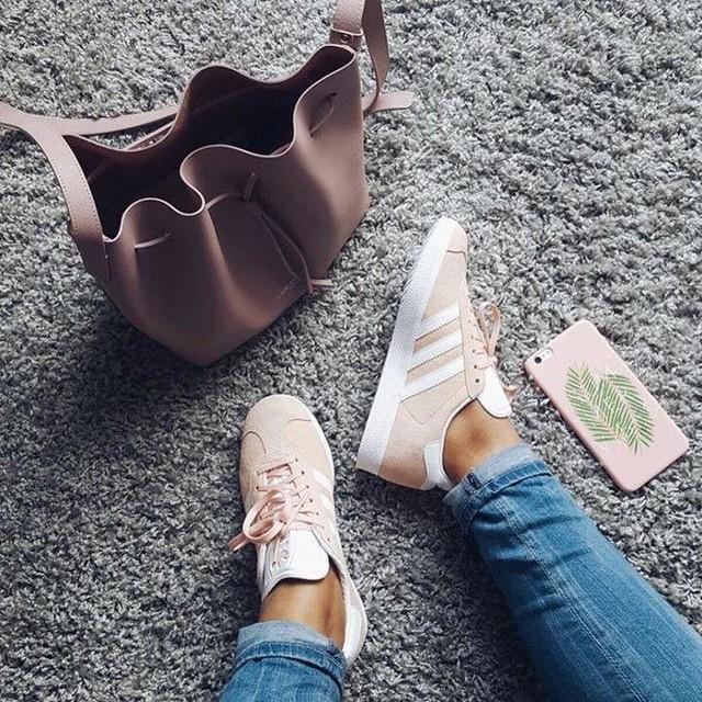 Summer vibes avec mes gazelles rose pastel 💕🌴 que vous pouvez shopper via @liketoknow.it ou via ma page Facebook My trendy lifestyle ✨ http://liketk.it/2oKRN #liketkit