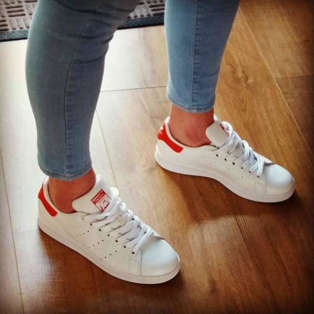 I don't usually post footwear picture's 😂 But, I do love my new Stan Smith's! I haven't had a pair in years😆 #oldschool #stansmith #adidas #trainerlove #happyfeet #happysaturday @daddy_pig1979