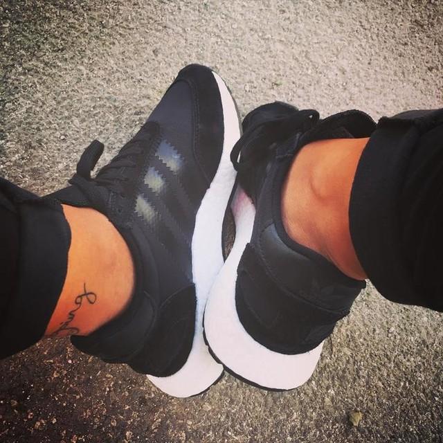 Così tante scarpe e solo due piedi 😩😏 #newin #bestgift #black #shoesdrug #iniki #black #boost #adidasoriginals #bestever #smallfeet #thirtysix #instalikes #like4like #followme #girls #noonelikeme #dailypics #againandagain #recent #photooftheday #sneakers #addicted #happiness #toptags #igersitalia #instagood #likesforlikes #funnypic #fashionable #darkside #blackbestcolor