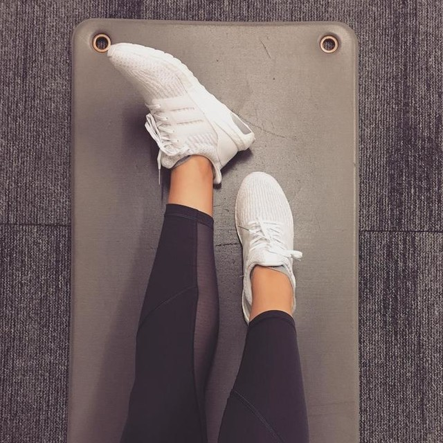 Monday morning back on the mat ready for a day of  #fitness 💪🏼 Wearing my amazing new @adidasuk ultraboost in white/pearl it's like walking on a cloud ☁️☁️☁️ • • • • #fitness #fitnessfashion #adidas #ultraboost #running #cardio #fitgirl #ptlife #mondaymotivation #instructor #sweateverydamnday #matpilates #barre #lululemon #mondaymorning #legseleven